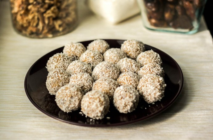 Recipe for Date Balls Rolled in Coconu